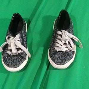 Michael kors sz 13 girls black tie shoes
